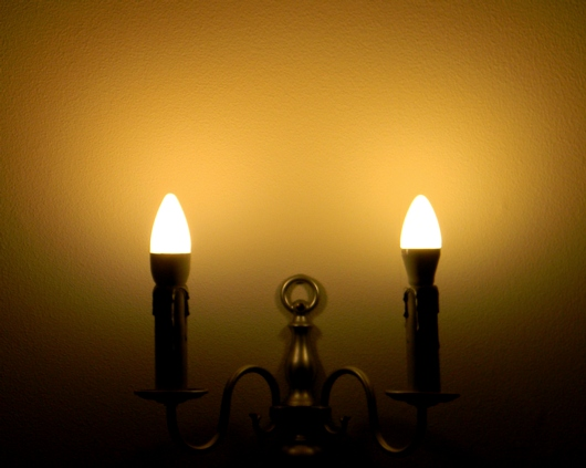 Leuchtbild Osram/Toshiba B25 E14