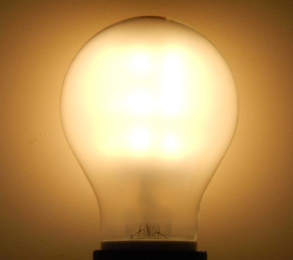 Im Test Neue 7 Watt Philips Led Lampe Als 60 Watt Gluhbirnen