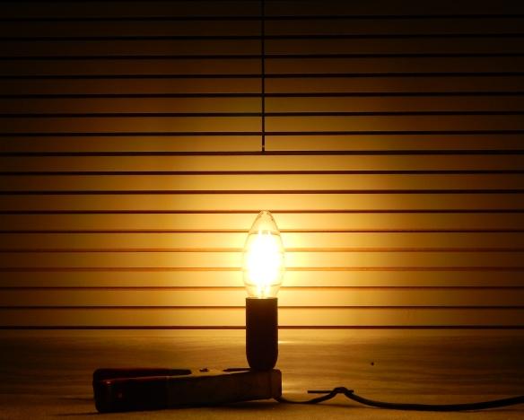 Philips-E14-Fadenlampe-Leuchtbild2