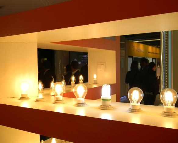 LB14-Halle-10-China-Fadenlampen